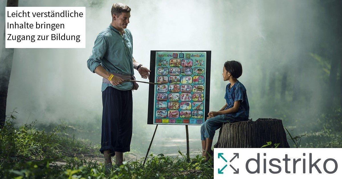 Bildung: Ein Kind sitzt auf einem Baum und der Lehrer unterrichtet im Wald